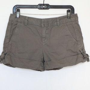 Vince. Women's Green Khaki Shorts  size 4